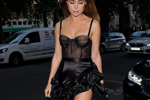 Kimberley Garner bốc lửa dự tiệc thời trang