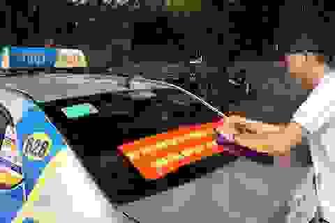 """Hàng loạt tài xế taxi """"cổ vũ"""" quy định taxi công nghệ cũng phải có hộp đèn"""