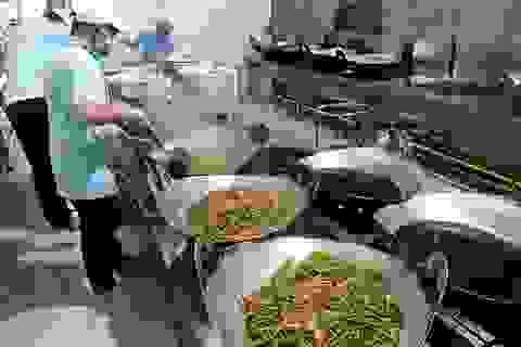 """Nhiều khâu trung gian """"ăn"""" hết khẩu phần cơm của công nhân"""