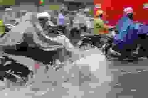 Hà Nội mưa lớn từ sáng sớm, nhiều tuyến phố ngập lụt, ách tắc