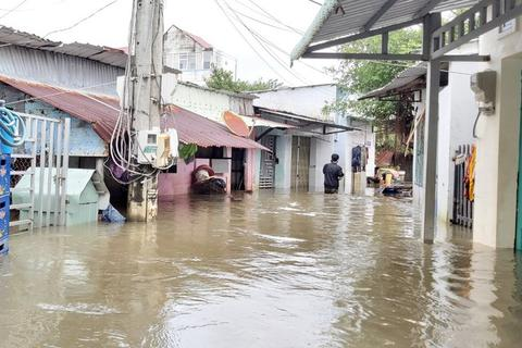 Phú Quốc lại ngập nặng vì mưa lớn, dân đóng cửa nhà đi sơ tán