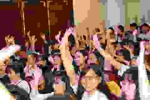 Nhiều giáo sư, phó giáo sư nhảy flashmob với sinh viên trong lễ khai giảng