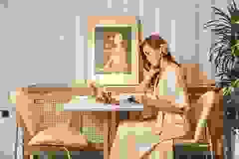Crystal Huyền Trang rạng ngời khám phá các điểm đến Hà Nội