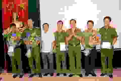 Khen thưởng chuyên án bắt giữ 3 đối tượng người Trung Quốc làm giả thẻ ATM