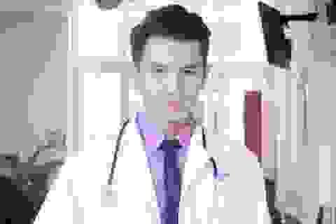 Bác sĩ 9X điển trai chọn chuyên khoa hiếm muộn làm sự nghiệp
