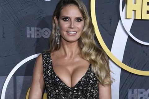 Heidi Klum khoe ngực nảy nở trong tiệc Emmy