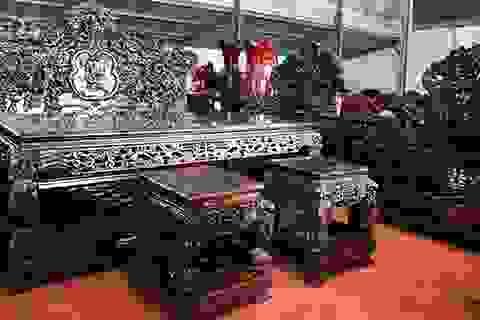 Gom gỗ mun suốt 7 năm rồi lấy lõi làm bộ bàn ghế giá chục tỷ đồng