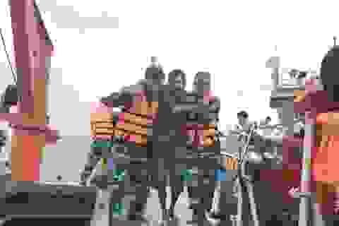 Hơn 20 giờ vượt sóng to gió lớn, cứu 7 thuyền viên gặp nạn trên biển