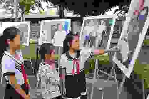 Đông nghịt người viếng người phi công anh hùng Nguyễn Văn Bảy
