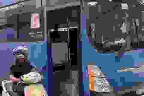 TPHCM: Đình chỉ tài xế xe buýt phun nước bọt, ép người đi xe máy