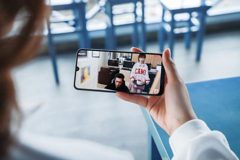 Xem phim, chơi game nịnh mắt trên màn hình Super AMOLED của Galaxy A50s