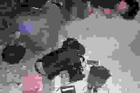 Nghi trộm chó, hai người bị dân đánh nhập viện, đốt xe máy