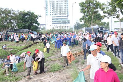 Hơn 2.000 người ra quân làm sạch môi trường tại Đà Nẵng
