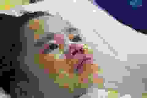 Mẹ con thai phụ thoát chết dưới gầm xe tải nghẹn ngào mong bữa ăn no