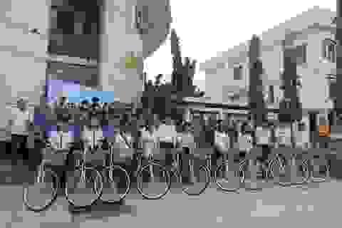 Hội Khuyến học tỉnh Ninh Thuận tặng xe đạp cho 208 học sinh nghèo