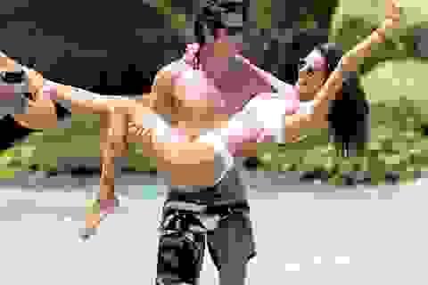Alessandra Ambrosio tình tứ bên bạn trai