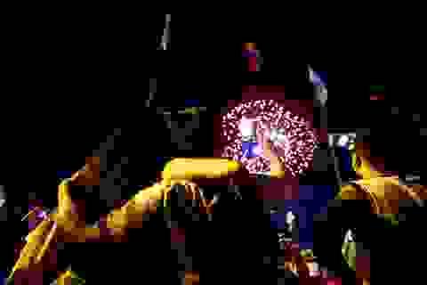 TPHCM: Độc đáo Thiên Hạc Lửa chao liệng trong tiệc pháo hoa mừng năm mới
