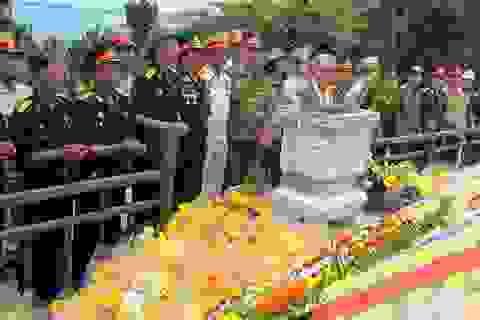 Bàn giao công tác quản lý, bảo vệ mộ Đại tướng Võ Nguyên Giáp