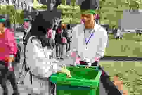 Sinh viên Huế nhặt rác thải, thi ý tưởng sáng tạo từ phế liệu