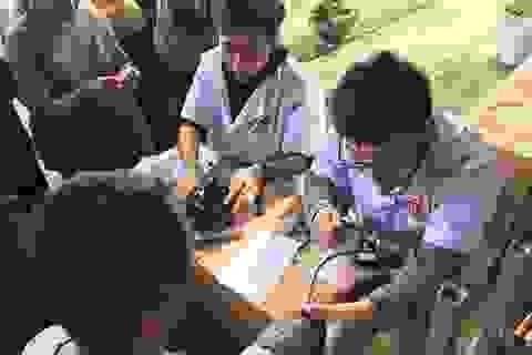 Giảng viên Học viện Y Dược học Cổ truyền tình nguyện khám, chữa bệnh cho người dân vùng cao