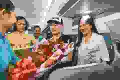 Bất ngờ về món quà trên máy bay của cặp đôi trước ngày cưới