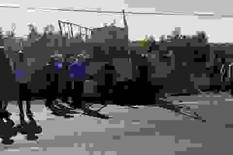 Va chạm với xe tải, 3 chị em họ tử nạn trên đường lên thành phố