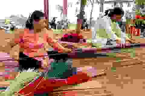 """Những làng nghề truyền thống """"chạy đua"""" ngày cận Tết"""