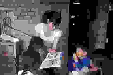 Lớp tiếng Anh miễn phí cho học sinh vùng cao của cô giáo M'Nông