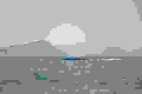 Lật sà lan chở gạch trên biển Phú Quốc, 1 người mất tích