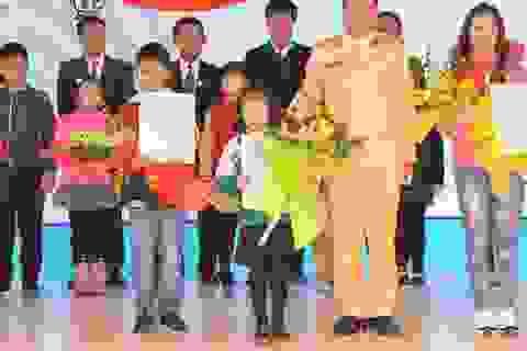Cô bé lớp 1 và câu khẩu hiệu an toàn giao thông đạt giải đặc biệt