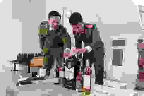 Bắt giữ hơn 800 chai rượu ngoại không giấy tờ hợp lệ