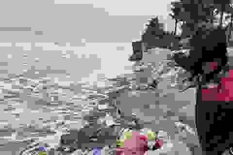 Bờ biển Cửa Đại lại bị sóng lớn tàn phá