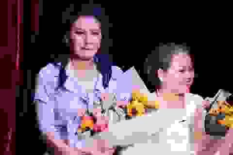 Ngọc Lan khóc nức nở khi trở lại sân khấu kịch sau 6 vắng bóng