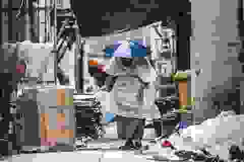 """Cuộc sống khốn cùng tại """"thiên đường hoa lệ"""" Hong Kong"""