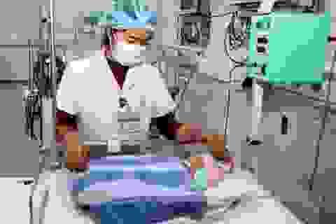 """Mẹ bỏ lại con vừa sinh tại bệnh viện """"nhờ"""" nhân viên y tế chăm sóc"""