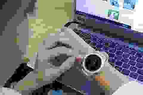 Mở hộp và trên tay nhanh Samsung Galaxy Watch giá 6,9 triệu đồng