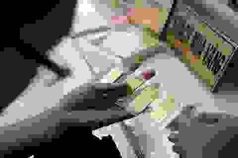 Giá vàng tiếp tục tăng cao, chênh lệch nới rộng