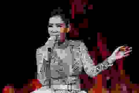 Thu Minh sexy hết cỡ khi hội ngộ khán giả Duyên dáng Việt Nam