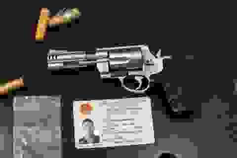 Hà Nội: Kiểm tra người không đội mũ bảo hiểm, phát hiện súng và dao