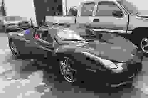"""Cận cảnh trục vớt một chiếc Ferrari 360 bị """"thuỷ táng"""""""