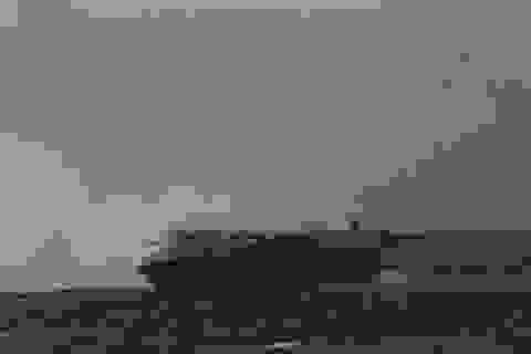 Cận cảnh tàu chở hơn 3.800 xe hơi bốc cháy giữa biển