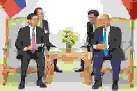 Thủ tướng Việt - Lào hội đàm: Khẳng định tầm quan trọng của hoà bình trên Biển Đông!