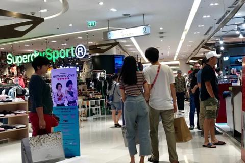 """Đi du lịch nước ngoài: Người Việt vẫn nặng tâm lý """"quà cáp"""""""