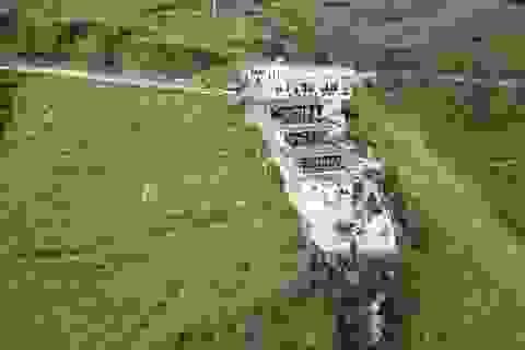 """Vụ đèo Mã Pí Lèng: Điểm dừng chân biến thành công trình """"khủng"""" 7 tầng"""