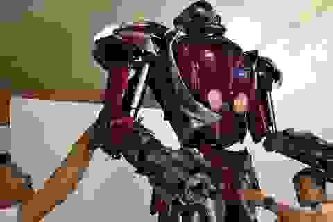 Báo nước ngoài viết về nhóm kỹ sư trẻ Việt Nam làm robot từ phế liệu