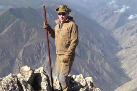 Tổng thống Putin leo núi, lái xe địa hình