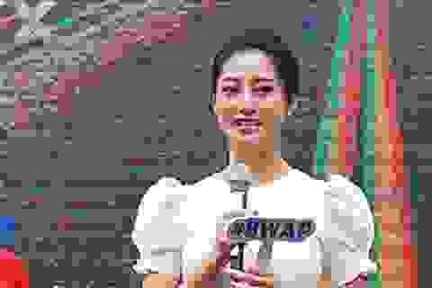 """Hoa hậu Lương Thùy Linh cùng dàn sao """"tiếp lửa"""" tân sinh viên ĐH Ngoại thương"""