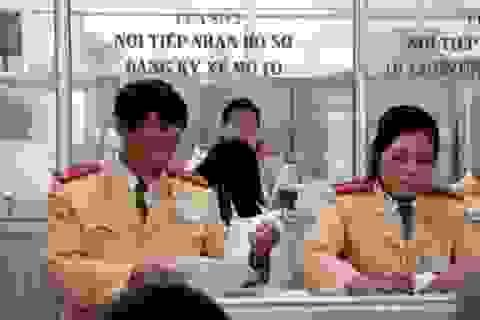 Tp Hồ Chí Minh tăng phí đăng kí ôtô mới lên 20 triệu đồng, tương đương Hà Nội