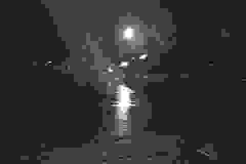 Lái xe bán tải nghi say xỉn tông chết hai công nhân đứng ven đường