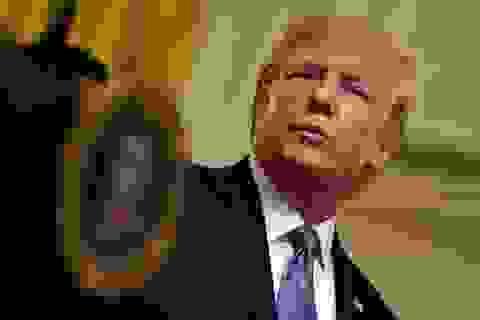 Quan chức tình báo thứ hai tố cáo ông Trump